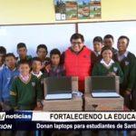 La Libertad: Alcalde provincial dona laptops a estudiantes de Santiago de Chuco