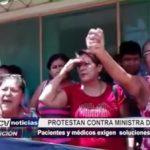 Piura: Trabajadores de hospital protestan contra ministra de Salud