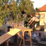 YouTube: Rampa le queda corta a una minimoto