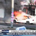 Trujillo: Conductor salvó de morir tras incendiarse el auto que ocupaba