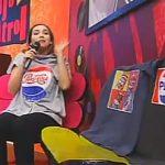 """Mariale probándose los polos de """"La Promo Pepsi"""""""