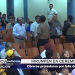 Chiclayo: Obreros irrumpen en ceremonia protestando por falta de pago