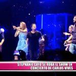 Stephanie Cayo se roba el show en concierto de Carlos Vives