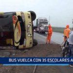 Ascope: Bus vuelca con 35 escolares a bordo