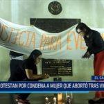 El Salvador: Protestan en contra de condena a mujer que abortó tras violación