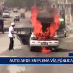 Piura: Auto arde en plena vía pública