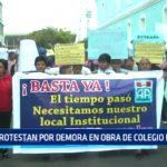 Protestan por demora en obra de colegio Antonio Raimondi