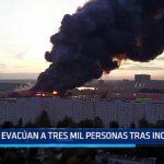 Rusia: Evacúan a tres mil personas tras incendio