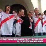 Internacional: Distintos artistas visten la camiseta del Perú