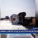 Huanchaquito: Camión lleno de leche se volcó en vía de Evitamiento