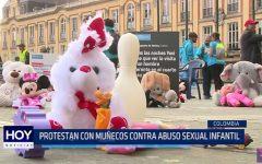 Colombia: Protestan con muñecos contra abuso infantil