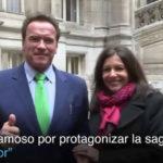 Arnold Schwarzenegger llega en bicicleta a reunión con alcaldesa de París