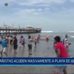 Bañistas acuden a playa de Huanchaco