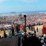 Miles de fieles esperan al papa Francisco en Huanchaco