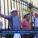 Chiclayo : Jubilados de Pomalca se amarraron en rejas de la Catedral