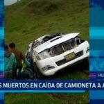 Dos muertos en caída de camioneta a abismo
