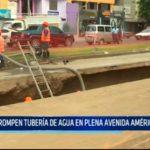 Rompen tubería de agua en plena avenida América Oeste