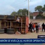 Piura: Camión se vuelca al huir de operativo policial