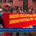Administrativos de la UNT realizan masiva protesta