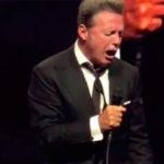 ¿Luis Miguel contiene el llanto al cantar 'Culpable o no'?