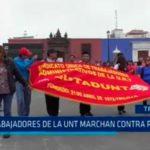 Trabajadores de la UNT marchan contra rector