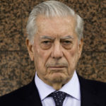 Mario Vargas llosa sufrió caída y es internado en hospital de Madrid