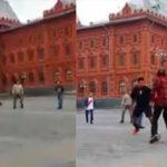 """Hinchas peruanos jugaron una """"Pichanga"""" en Moscú"""