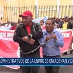 Chiclayo: Administrativos de la UNPRG se encadenan y desangran