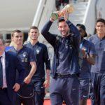 Francia recibe a su selección tras campeonar en Rusia