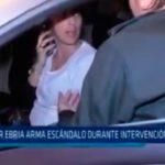 Mujer ebria arma escándolo durante intervención policial