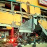 Un tsunami azota la ciudad de Indonesia tras un sísmo de 7,5 grados