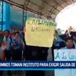 La Libertad: Alumnos toman instituto para exigir salida de directora