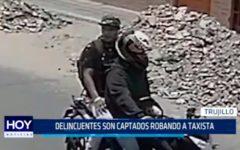 Delicuentes son captados robando taxi