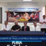 Arzobispo de Trujillo entrega regalos a niños enfermos