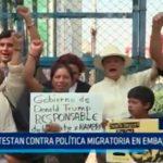 México: Protestan contra política en embajada de EE.UU