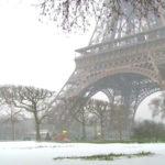 La Torre Eiffel fue cerrada a los turistas debido a un temporal de nieve