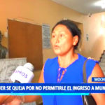 Mujer se queja por no permitirle el ingreso a municipio