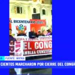 Multitudinaria marcha por cierre del Congreso y la reforma política