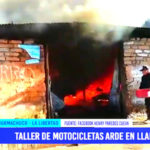 Taller de motocicletas se incendia y arde en llamas