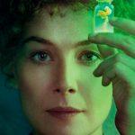 Rosamund Pike como Marie Curie en Radioactive