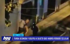 Lima: turba desnuda y golpea a sujeto que había robado celular