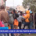 Venezolanos llegan de Lima para tramitar antecedentes policiales